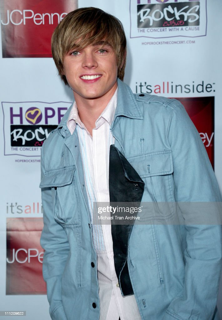"""Young Hollywood Says """"Hope Rocks"""" - Concert to Benefit City of Hope - Arrivals"""