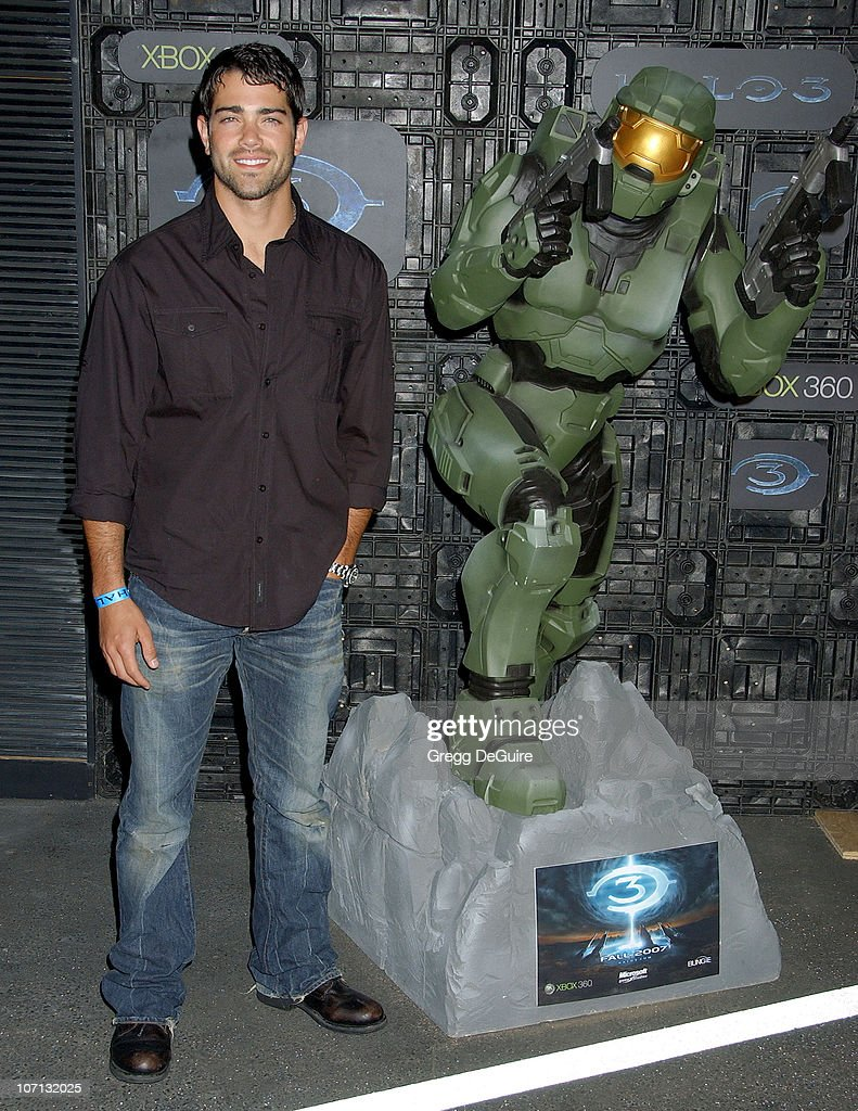 Jesse Metcalfe during Xbox 360 Halo 3 Sneak Preview - Arrivals at Quixote Studios in West Hollywood, California, United States.