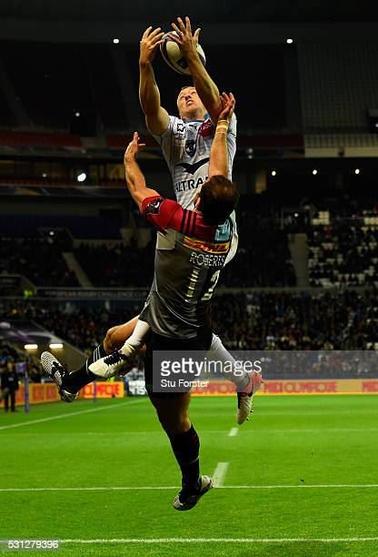 Jesse Mogg of Montpellier takes a high ball ahead of Jamie Roberts of Harlequins to score his team's second try during the European Rugby Challenge...
