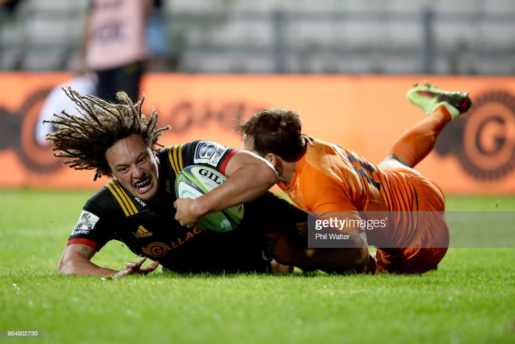 Jesse Parete of the Chiefs scores a try during the round 12 Super Rugby match between the Chiefs and the Jaguares at Rotorua International Stadium on May 4, 2018 in Rotorua, New Zealand.