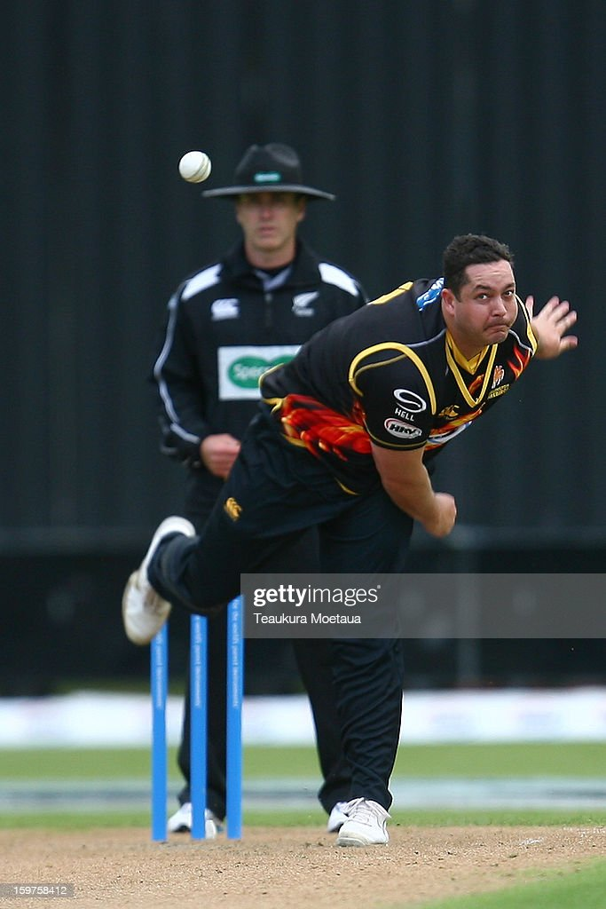 Jesse Ryder of Wellington bowls during the HRV T20 Final match between the Otago Volts and the Wellington Firebirds at University Oval on January 20, 2013 in Dunedin, New Zealand.