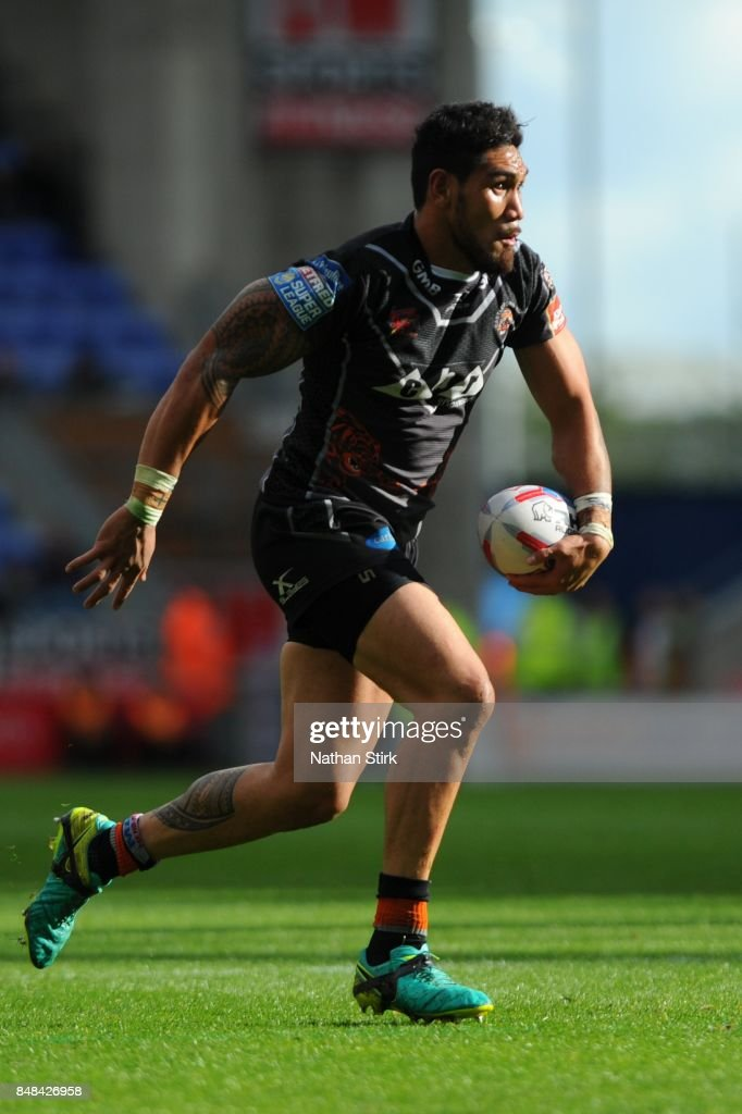 Jesse Sene-Lefao of Castleford Tigers in action during the Betfred Super League Super 8s Round 6 match between Wigan Warriors and Castleford Tigers at DW Stadium on September 17, 2017 in Wigan, England.