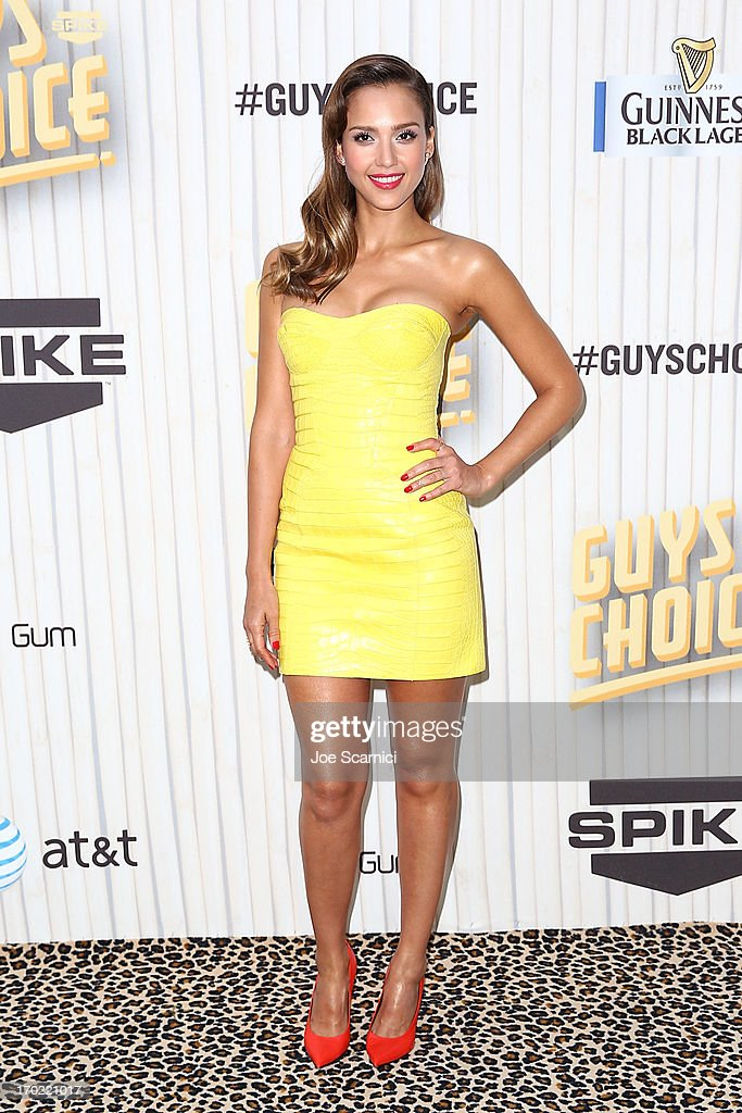 Jessica Alba arrives at the 2013 Spike TV 'Guys Choice' at Sony Pictures Studios on June 8, 2013 in Culver City, California.