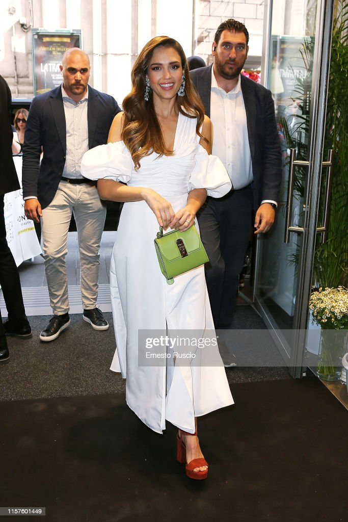 Jessica Alba Meet & Greet Honest Beauty Presentation At Douglas In Rome : News Photo
