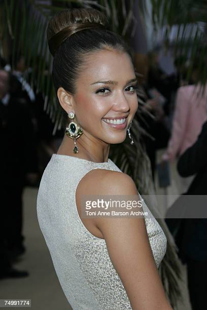 Jessica Alba poses at the arrivals for the Dior Fall/Winter 2008 Fashion Show on July 2 in Versailles France