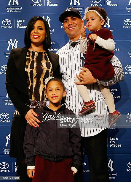 Jessica Beltran Ivana Beltran Carlos Beltran and Kiara Beltran pose for a photo during Beltran's introductory press conference at Yankee Stadium on...