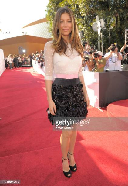 Jessica Biel arrives at the 2010 MTV Movie Awards at Gibson Amphitheatre on June 6, 2010 in Universal City, California.