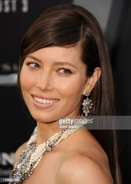 Jessica Biel arrives at the Total Recall Los Angeles Premiere at Grauman's Chinese Theatre on August 1 2012 in Hollywood California