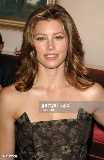 Jessica Biel arrives to the New York premiere of 'Elizabethtown' held at Loews Lincoln Square New York City BRIAN ZAK
