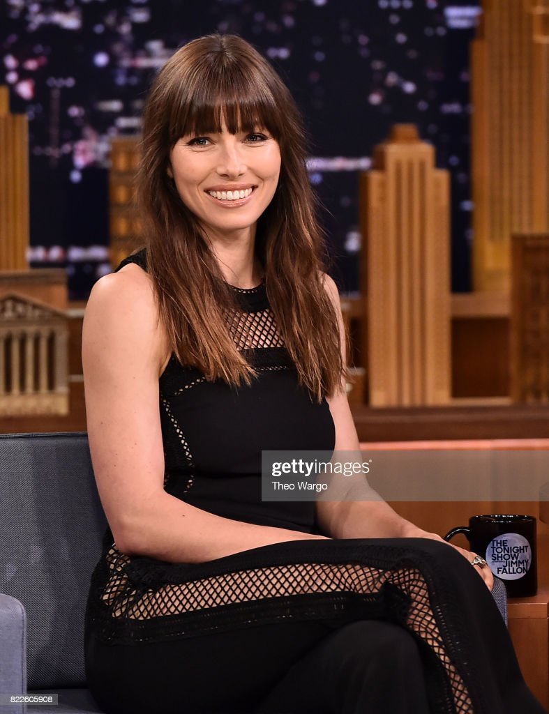"Jessica Biel Visits ""The Tonight Show Starring Jimmy Fallon"" : Nachrichtenfoto"