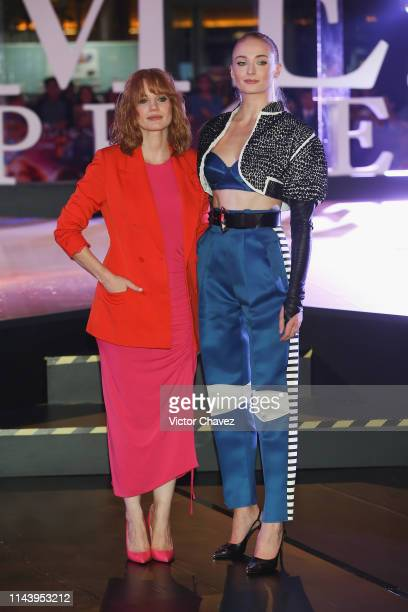 """Jessica Chastain and Sophie Turner attend the """"X-Men: Dark Phoenix"""" fan event at Plaza Toreo Parque Central on May 14, 2019 in Naucalpan de Juarez,..."""