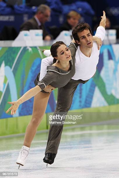 Jessica Dube and Bryce Davison of Canada compete in the figure skating pairs free skating on day 4 of the Vancouver 2010 Winter Olympics at the...