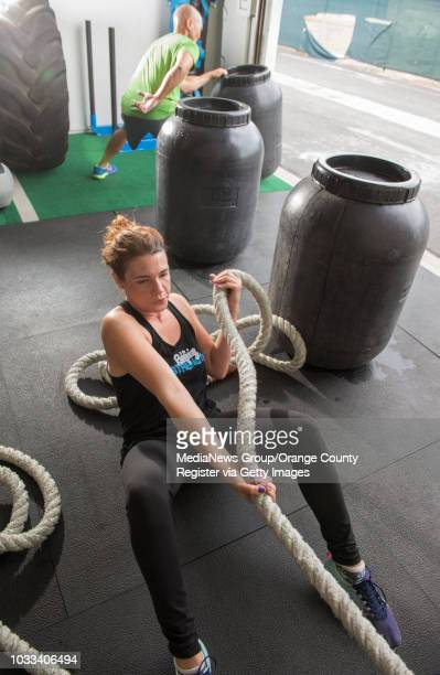 Jessica Duran bottom does the rope pull during a workout at Redefining Strength in Costa Mesa ///ADDITIONAL INFORMATION healthworkout0520 Ð 5/8/15...