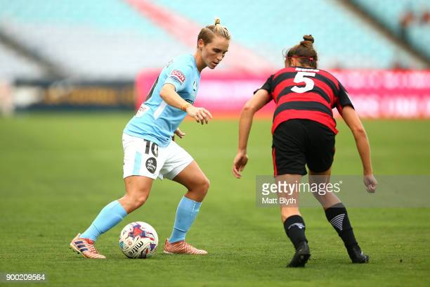 Jessica Fishlock of Melbourne City controls the ball during the round nine WLeague match between the Western Sydney Wanderers and Melbourne City at...