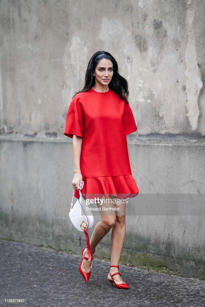 Street Style - Paris Fashion Week Womenswear Fall/Winter 2019/2020 : Day Seven : News Photo