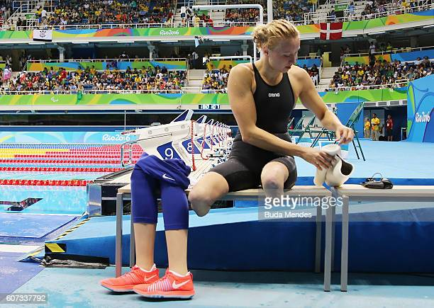 Jessica Long of the United States is seen after winning the gold medal in the Women's 200m Individual Medley SM8 Final on day 10 of the Rio 2016...