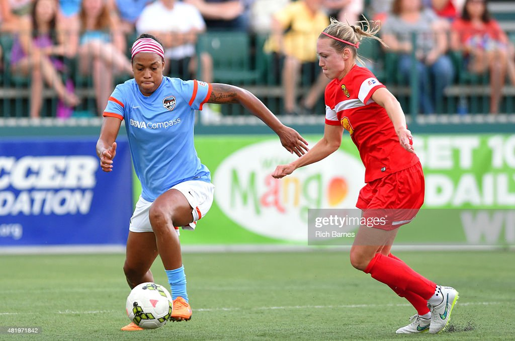 Jessica McDonald of the Houston Dash controls the ball against the