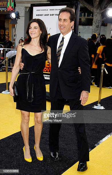 Jessica Seinfeld and actor/comedian Jerry Seinfeld arrive to the Los Angeles premiere of Bee Movie at the Mann Village Theatre on October 28 2007 in...