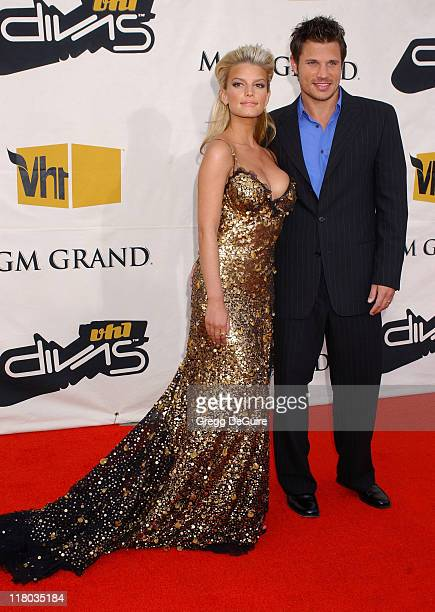 Jessica Simpson and Nick Lachey during 2004 VH1 Divas Benefitting The Save The Music Foundation Arrivals at MGM Grand Hotel in Las Vegas Nevada...