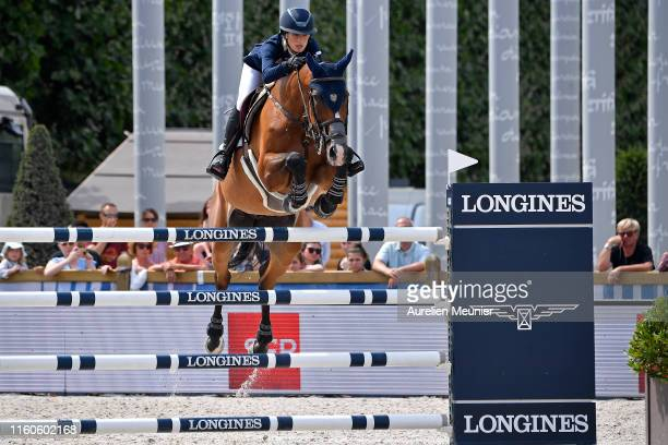 Jessica Springsteen of The United States of America and RMF Swinny Du Parc compete on day three of the Longines Paris Eiffel Jumping in the Champ de...