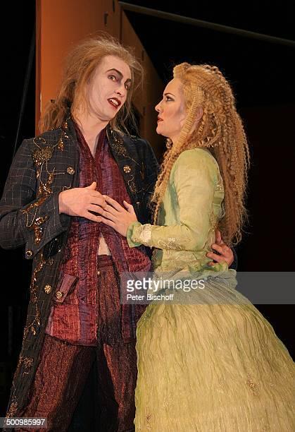 Jessica StockmannStich Manuel Harder Theaterstück Gefährliche Liebschaften Dortmund Deutschland PNr 077/2006 Schauspielhaus Dortmund Bühne Maske...