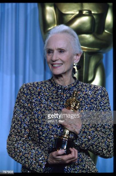 Jessica Tandy stands backstage during the 62nd Academy Awards ceremony March 26 1990 in Los Angeles CA Tandy received an Oscar for Best Actress in a...