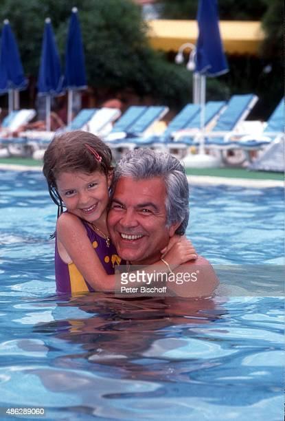 'Jessica Wilcke Vater Claus Wilcke beim Schwimmen im SwimmingPool beim Urlaub im ''Club Aldiana'' am in Kemer Türkei '