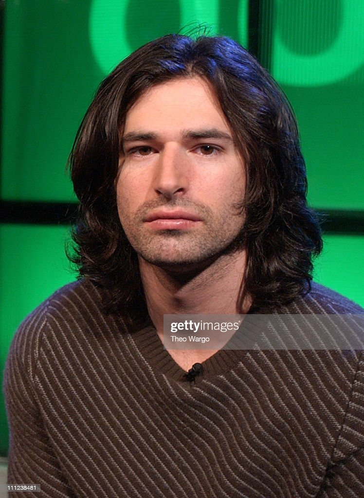 """Pete Yorn Performs on MTV2's """"Rock"""""""