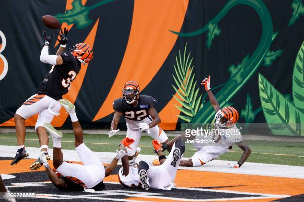 Jessie Bates III and William Jackson III of the Cincinnati Bengals defend a pass in the end zone against Mike Thomas during a scrimmage at Paul Brown...