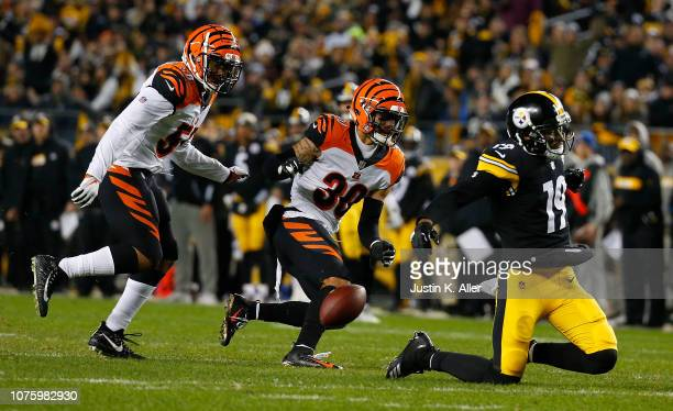 Jessie Bates of the Cincinnati Bengals breaks up a pass intended for JuJu Smith-Schuster of the Pittsburgh Steelers in the first half during the game...