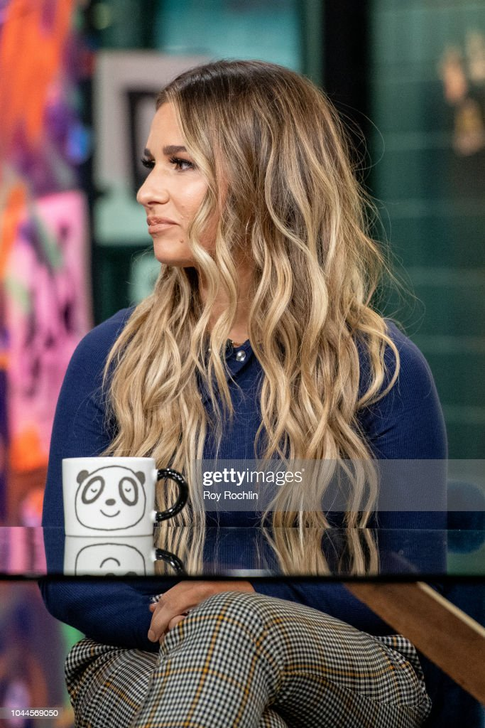 Jessie James Decker Discusses Just Jessie My Guide To Love Life