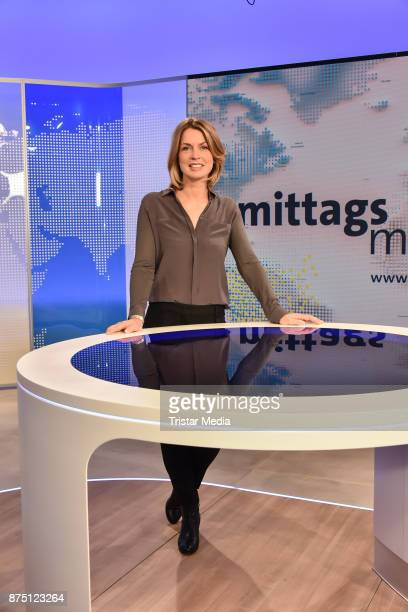 Jessy Wellmer during the 'ARD Mittagsmagazin' photo call on November 16 2017 in Berlin Germany