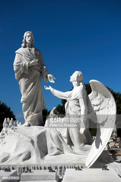 jesus and archangel sculpture at colon cemetery, havana, cuba - jesus empty tomb stock pictures, royalty-free photos & images