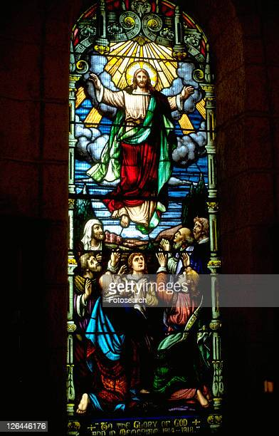 jesus ascending into heaven on stained glass - ascension of jesus christ photos et images de collection