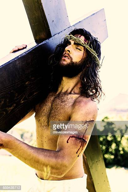 jesus carrying the cross. - jesus blood stock pictures, royalty-free photos & images