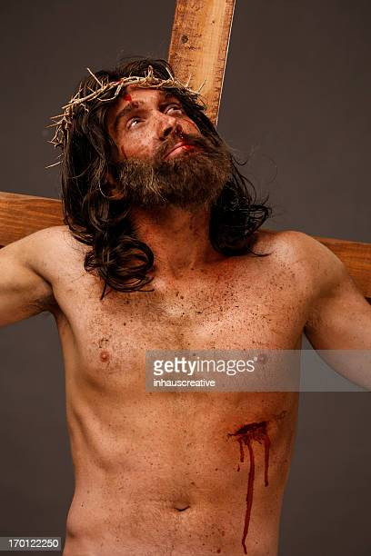 jesus christ on cross looking up - the crucifixion stock pictures, royalty-free photos & images
