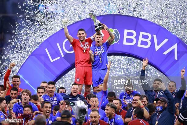 Jesus Corona of Cruz Azul and Julio Cesar Dominguez of Cruz Azul lift the champion's trophy at the end of the Final second leg match between Cruz...