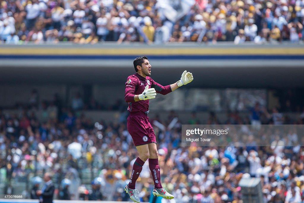 Pumas UNAM v Cruz Azul - Clausura 2015 Liga MX