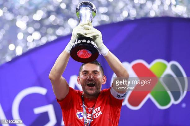 Jesus Corona of Cruz Azul lifts the champion's trophy at the end of the Final second leg match between Cruz Azul and Santos Laguna as part of the...