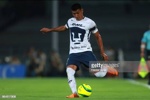 Jesus Gallardo of Pumas drives the ball during the quarter finals first leg match between Pumas UNAM and America as part of the Torneo Clausura 2018...