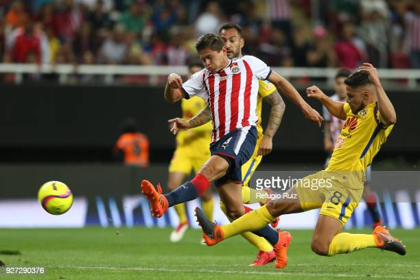 Jesus Godínez of Chivas scores the first goal of his team during the 10th round match between Chivas and America as part of the Torneo Clausura 2018...