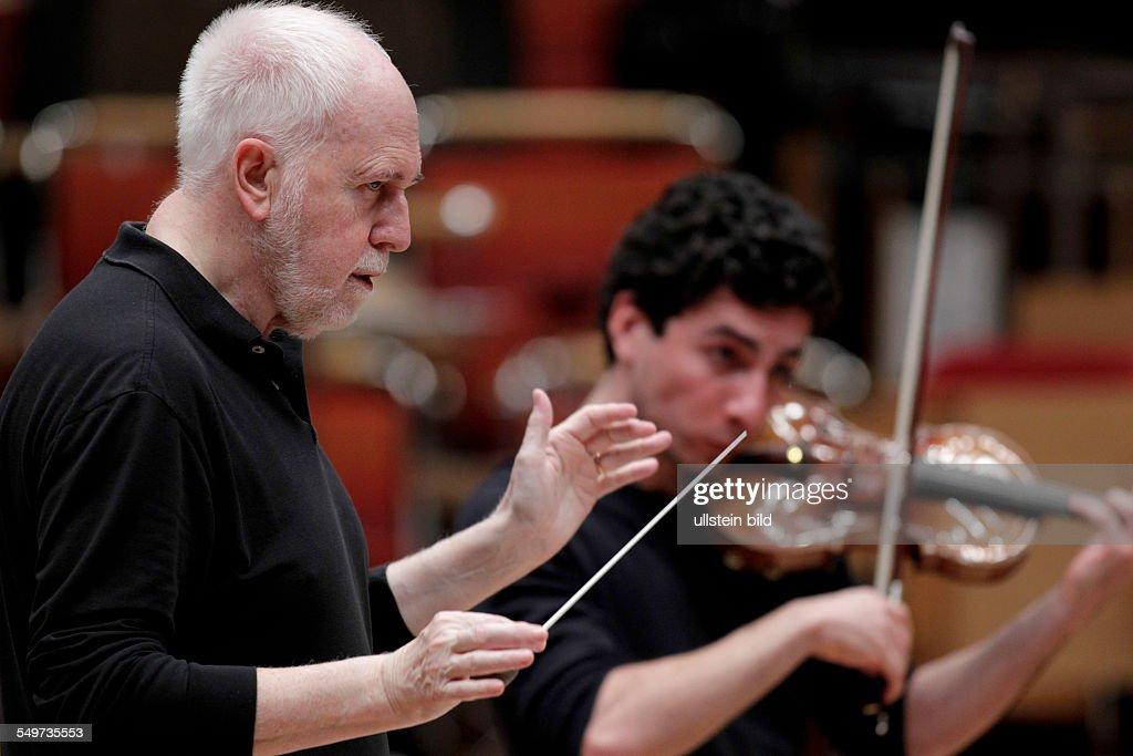 Spanish conductor Jesus Lopez Cobos : ニュース写真