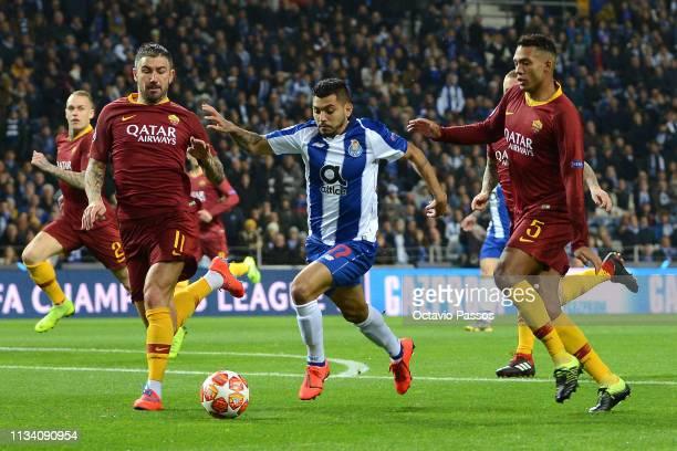 Jesus Manuel Corona of FC Porto is closed down by Juan Jesus and Aleksandar Kolarov of AS Roma during the UEFA Champions League Round of 16 Second...