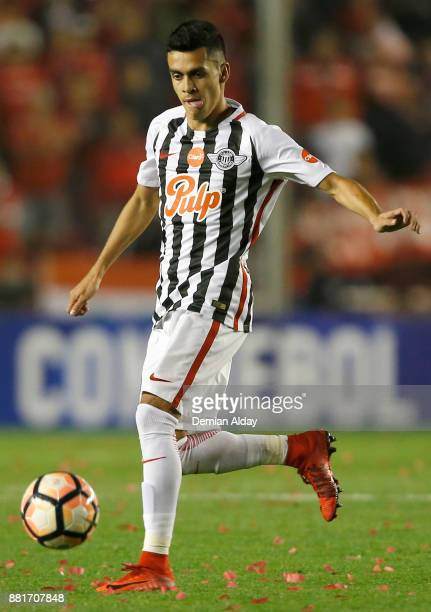 Jesus Medina of Libertad drives the ball during a second leg match between Independiente and Libertad as part of the semifinals of Copa CONMEBOL...