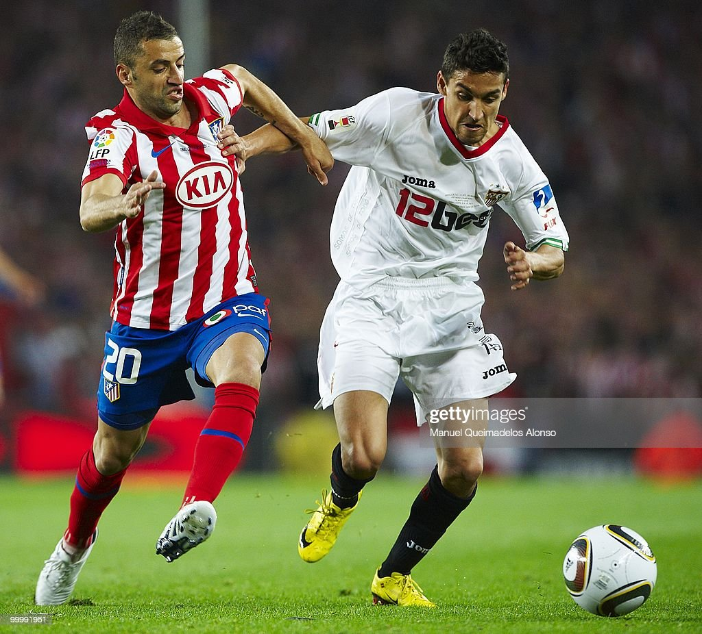 Jesus Navas (R) of Sevilla and Simao Sabrosa of Atletico de Madrid compete for the ball during the Copa del Rey final between Atletico de Madrid and Sevilla at Camp Nou stadium on May 19, 2010 in Barcelona, Spain.