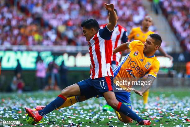 Jesus Sanchez of Chivas struggles for the ball with Ismael Sosa of Tigres during the Final second leg match between Chivas and Tigres UANL as part of...