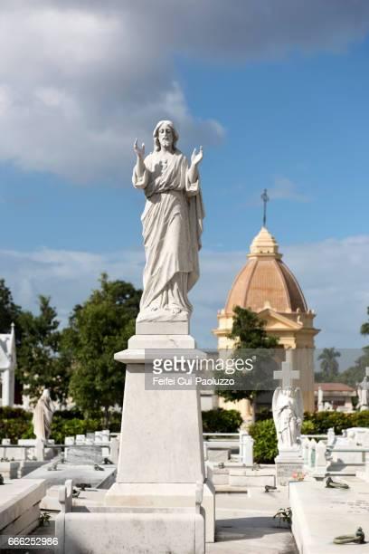 jesus sculpture at colon cemetery, havana, cuba - jesus empty tomb stock pictures, royalty-free photos & images