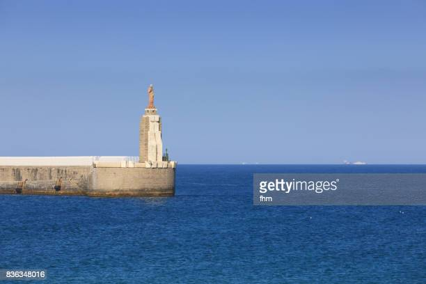 jesus sculpture at the port exit of tarifa - punta de tarifa: only 14 km to morocco/ afrika (cadiz province/ andalusia/ spain) - afrika afrika stock pictures, royalty-free photos & images