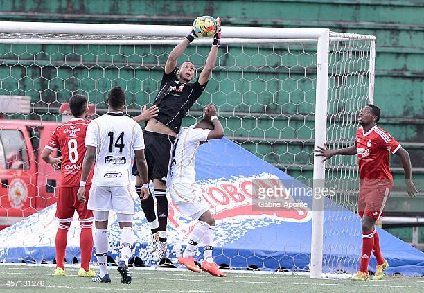 Jesus Suarez goalkeeper of America de Cali catches the ball during a match between America de Cali and Llaneros FC as part of Torneo Postobon 2014 II...