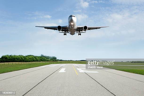 xl jet airplane landing on runway - airport runway stock pictures, royalty-free photos & images